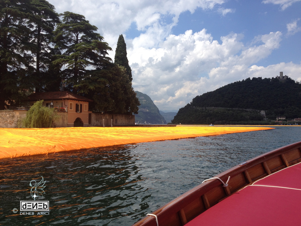 Christo and the Floating Piers sul Lago d'Iseo- Ritratti ''en plein air'' di un evento mondiale - acquarelli di DENEB Arici - dΞИΞb